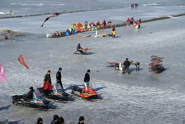 Winter activities on the Songhua River.