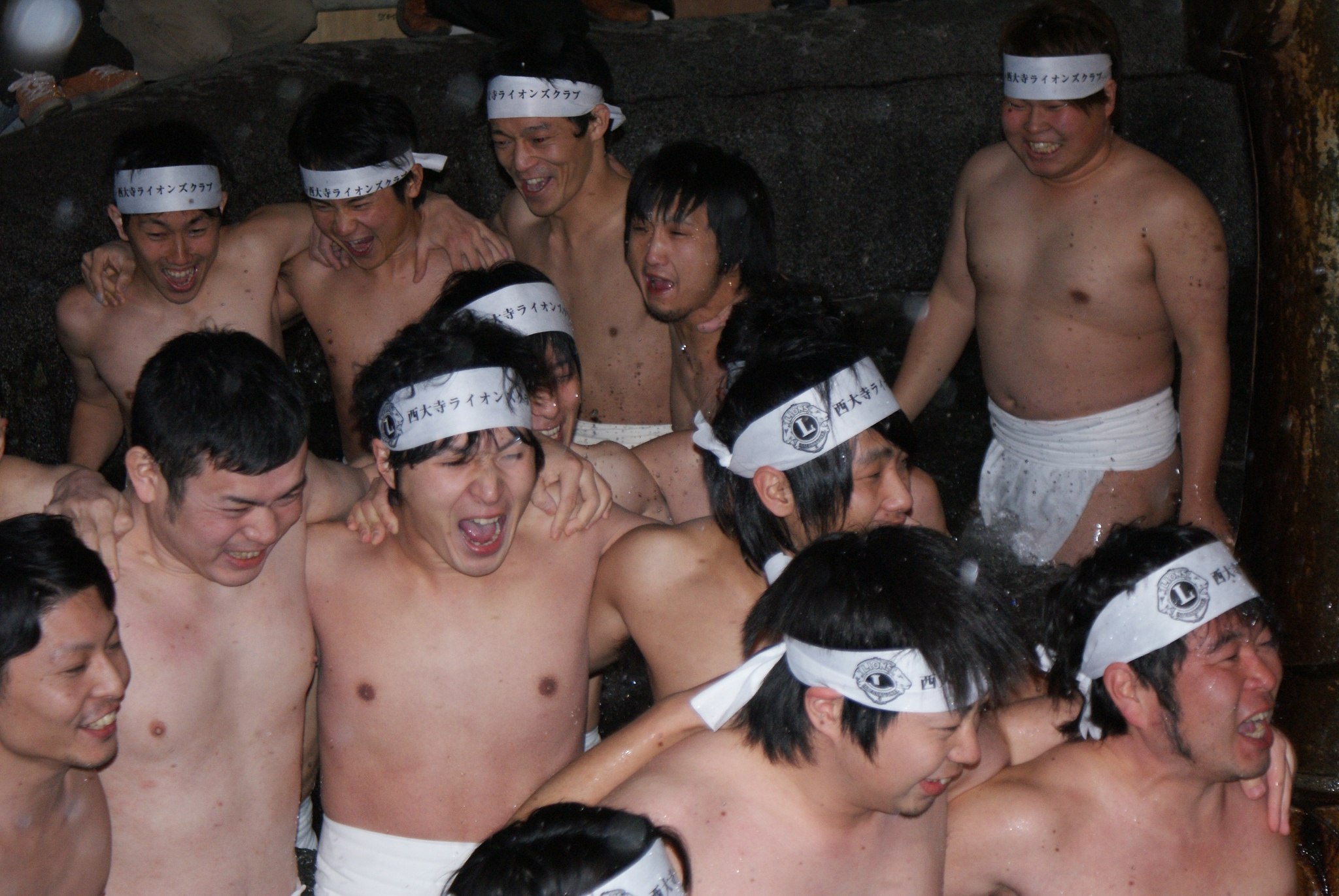 A crowd of competitors in fundoshi.