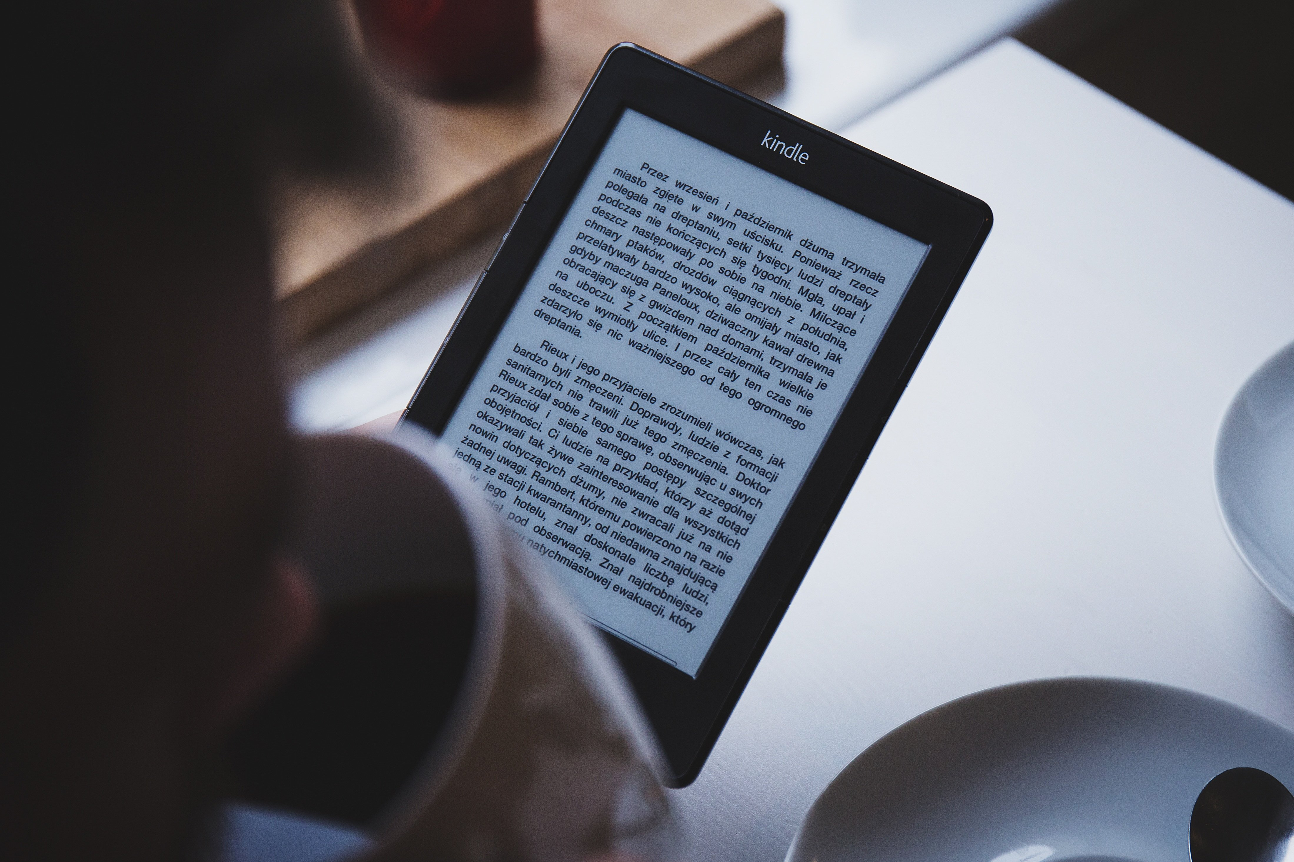 A Kindle displaying text in Polish.