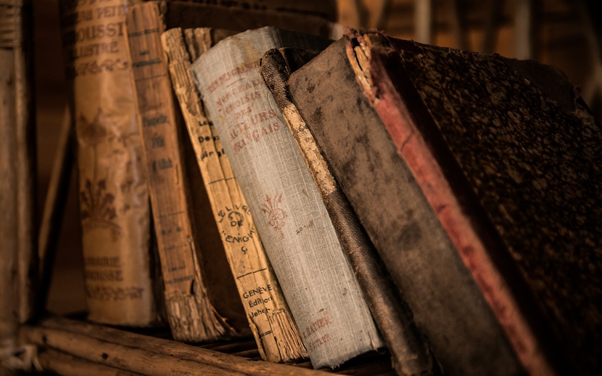 old-books-436498_1920-1
